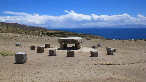 Sacrificial altar, Isla del Sol - © By Flickr user ydnammmm