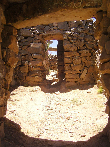 Temple, Isla del Sol - © By Flickr user ronancrowley