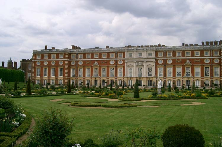 Hampton Court Palace - © By Flickr user Edwin11