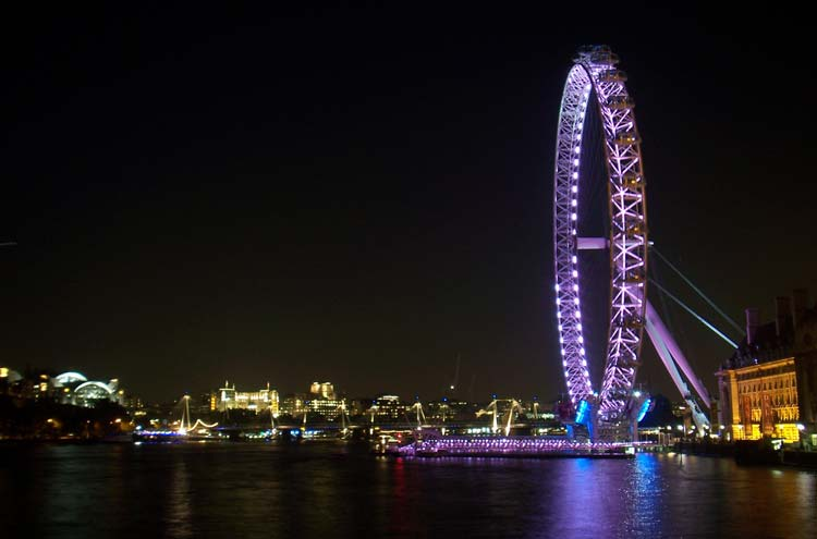 Thames Path: London Eye - © By Flickr user AdrianoAurelioAraujo