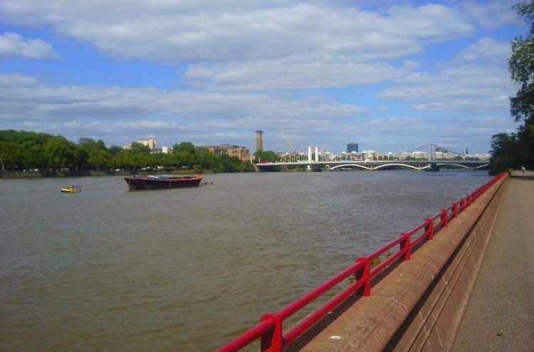 Thames Path: Thames Path at Battersea Park - © By Flickr user Europealacarte.co.uk