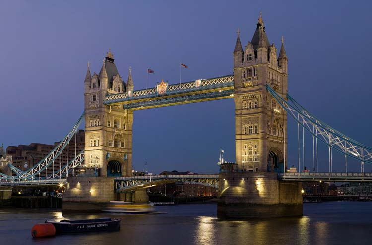 Thames Path: Tower Bridge - © By Flickr user Trodel