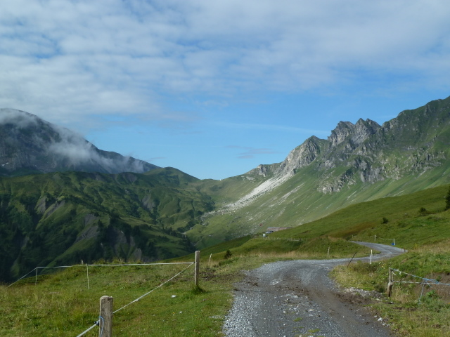 France Alps, GR5 or Grand Traverse des Alpes, On route to Col de Coux, Walkopedia