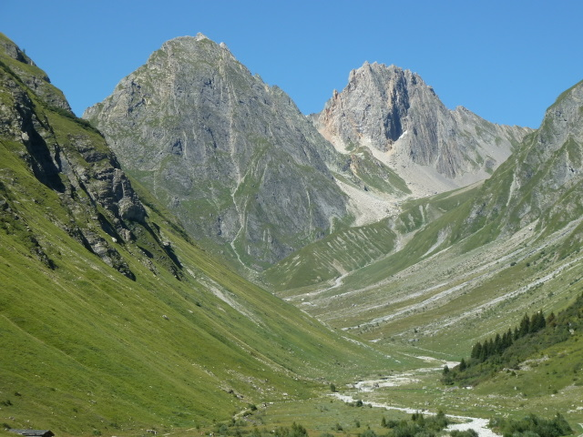 France Alps, GR5 or Grand Traverse des Alpes, Looking south in the Valley of Lormente Torrente above Valezan, Walkopedia