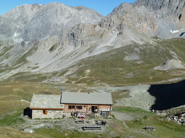 France Alps, GR5 or Grand Traverse des Alpes, Refuge du Thabor at 8209 feet, Walkopedia