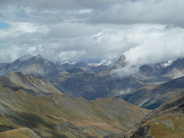 France Alps, GR5 or Grand Traverse des Alpes, Looking south From Pas de la Cavale at 8763 feet, Walkopedia