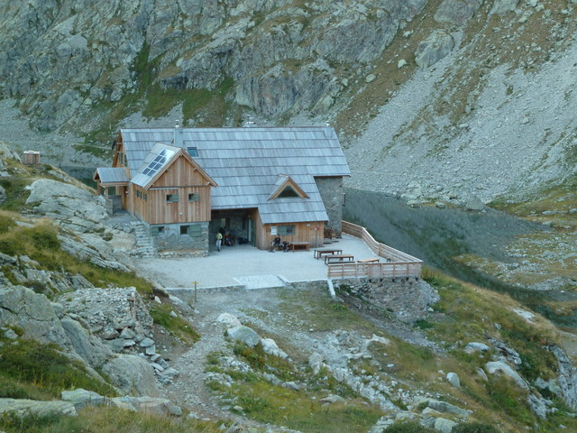 Refuge de Nice at 7323 feet - © Dick Everard