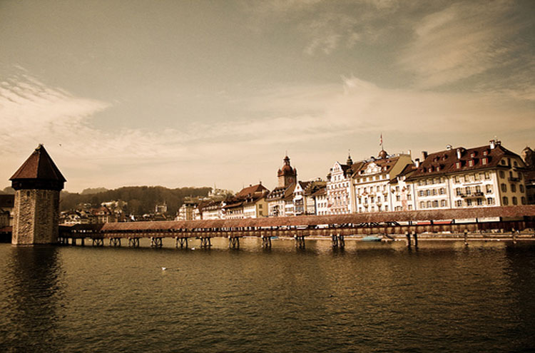 Lucerne - © By Flickr user trixnbooze