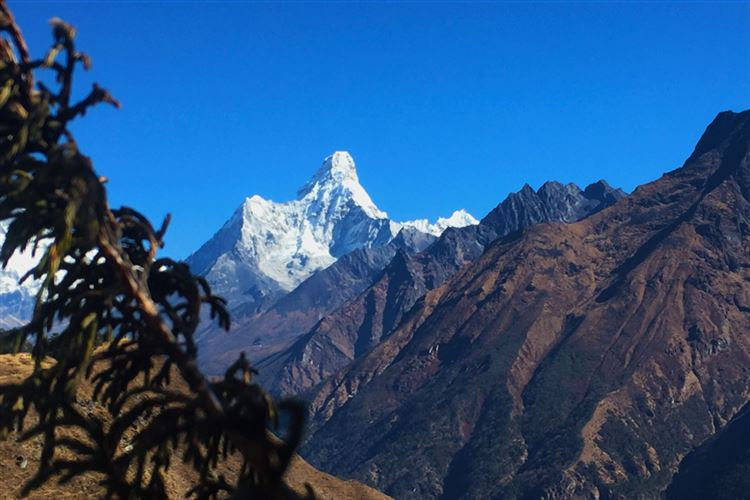 Mt Everest Base Camp: Mountain view when trekking to EBC