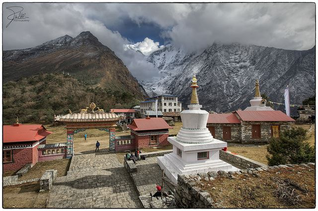 Everest Base Camp, Nepal - Tengboche monastery - © Flickr user Frank Kehren