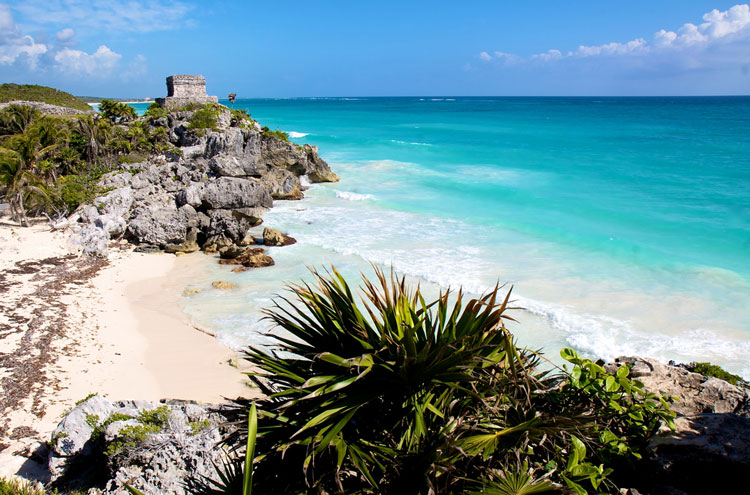 Mayan Ruins abover Blue Waters - © By Flickr user RobSchenk