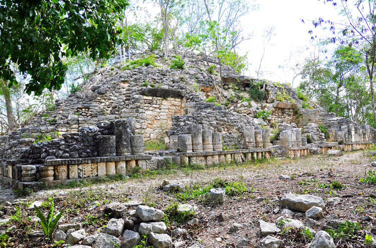 Tulum, and Coba to Yaxuna: War Council House, Yaxuna - © By Flickr user archer10