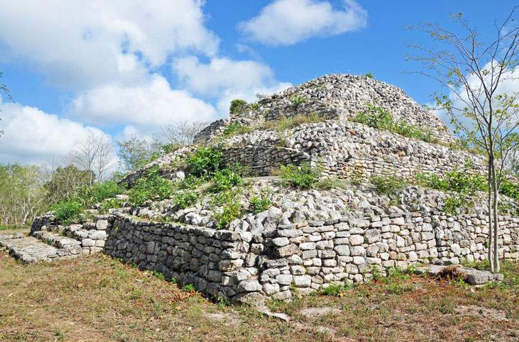 Tulum, and Coba to Yaxuna: Yaxuna Pyramid - © By Flickr user archer10