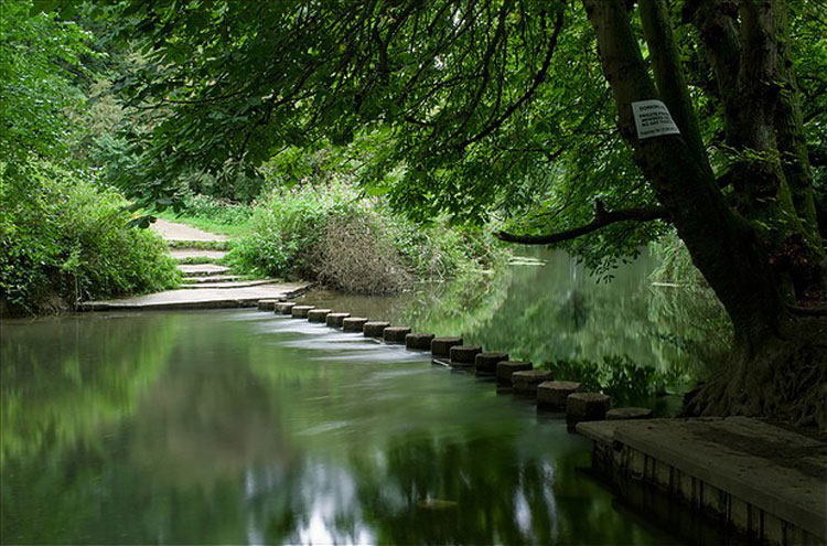 Box Hill: Stepping Stones, River Mole - ©By Flickr user