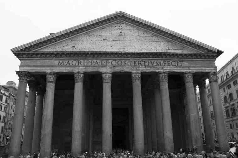 Matthew Kneale's Rome Walks: The Pantheon - © By Flickr user come cane in autostrada
