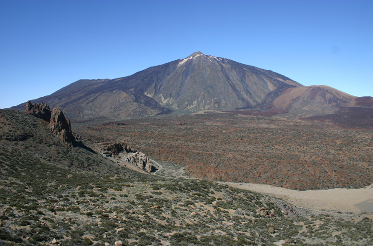Tenerife: Across Las Canadas to El Tiede - © William Mackesy