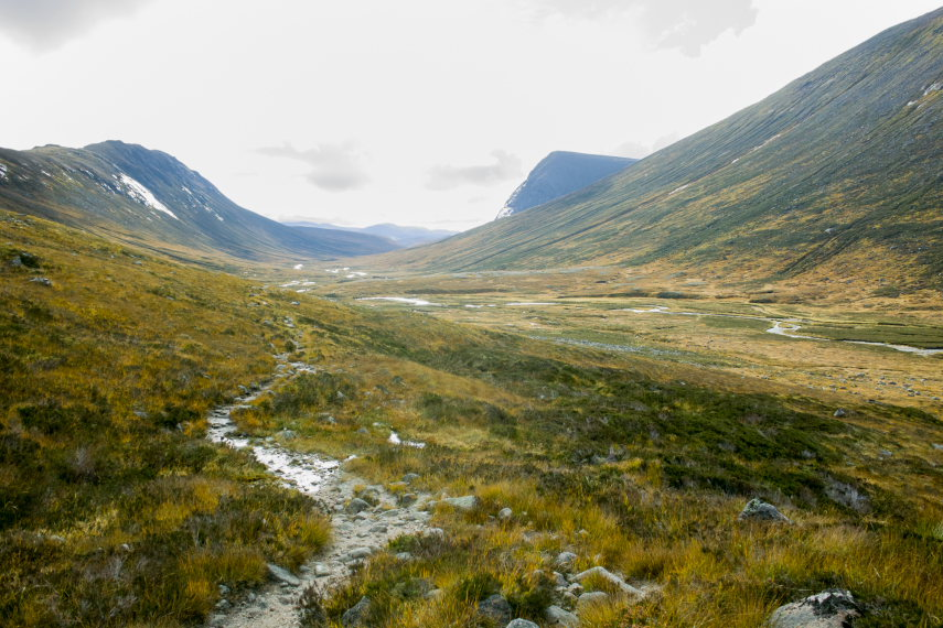 Looking down from Lairig Ghru towards upper Dee valley  - © Flickr Sebastian Kottinger