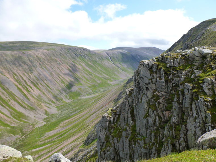 """Lairig Ghru: Looking into the Lairig Ghru  - © geograph user Alan O""""Dowd"""