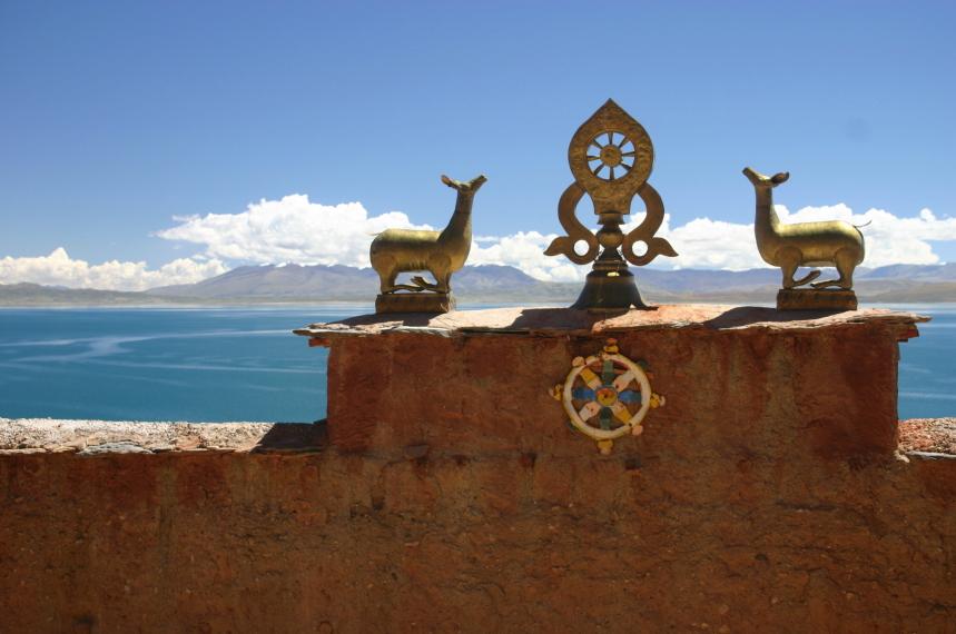 China Tibet, Lake Manasarovar, Monastery rooftop view, Walkopedia