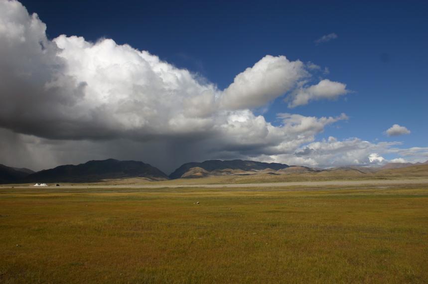 China Tibet, Lake Manasarovar, Passing shower to north, Walkopedia