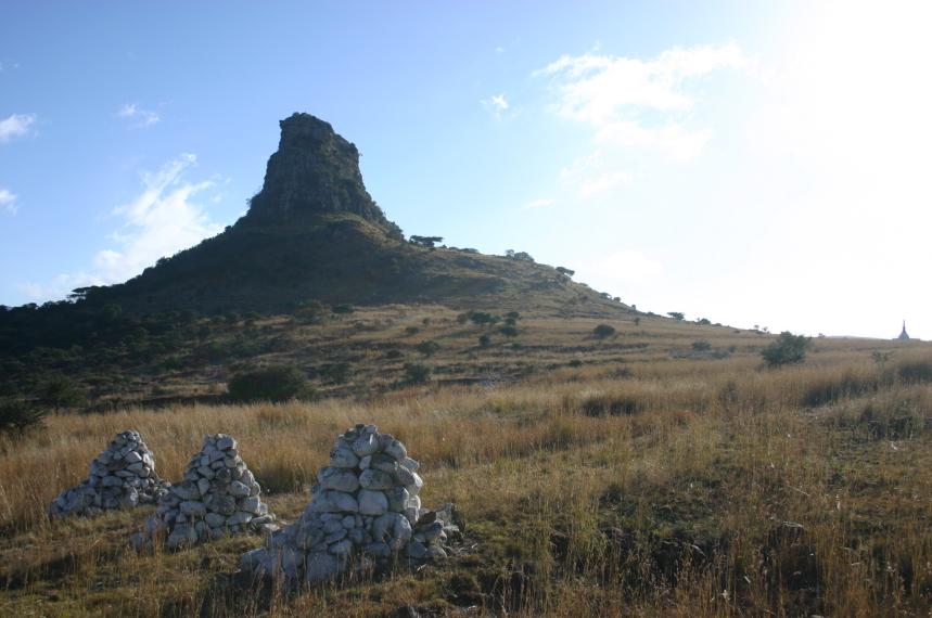 South Africa Kwazulu-Natal, The Fugitives' Trail, Isandlwana to the Buffalo River, Isandlwana From behind the saddle, Walkopedia