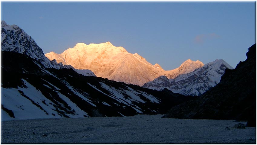 Green Lake: Kangchenjunga sunrise - © David Briese, www.gang-gang.net/nomad