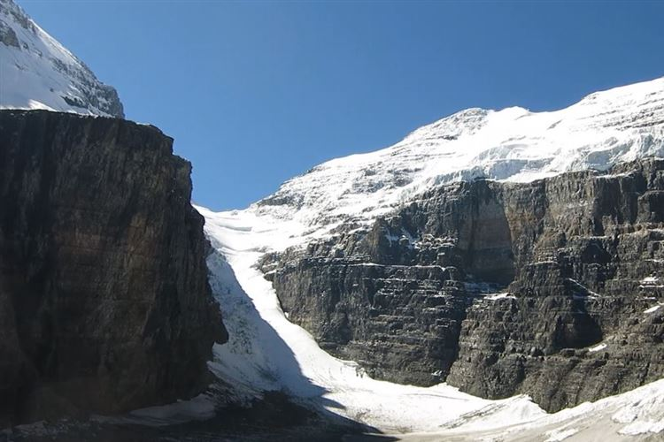 Canada Alberta: Banff NP, Lake Louise to Lake Agnes, Victoria Glacier, Walkopedia