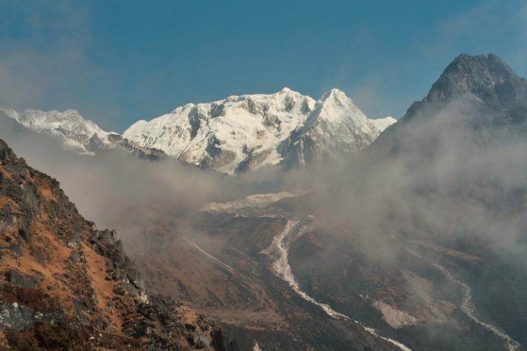 Nepal Far East, Kangchenjunga from Nepal, Kabru and Yalung Glacier, from above Tseram , Walkopedia