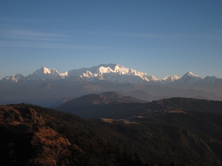 India Sikkim and nearby, Singalila Ridge to Kangchenjunga, Along the lower ridge from Sandakphu, early light, Walkopedia
