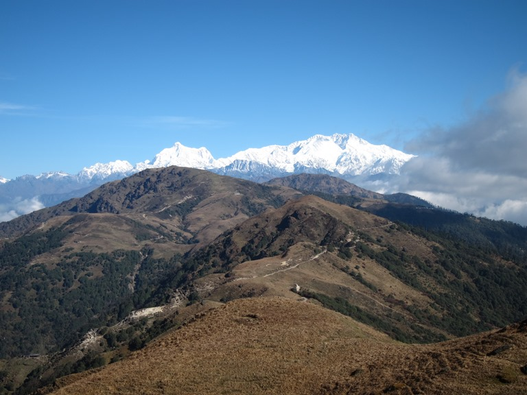 Along the lower ridge to Kanchenjunga - © William Mackesy