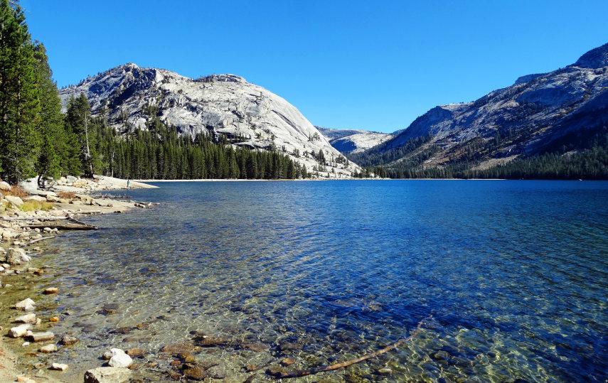 USA California Yosemite, Yosemite National Park, Crystal Clear Tenaya Lake , Walkopedia