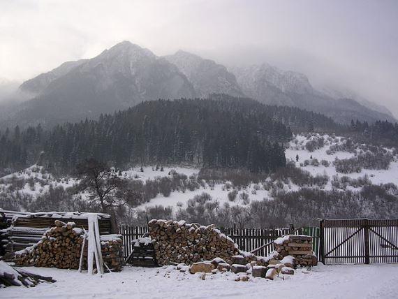 Piatra Craiulai National Park: La Zaplaz carstic - © Wiki user Amorphisman