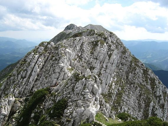 Piatra Craiului main ridge - © Wiki user Amorphisman