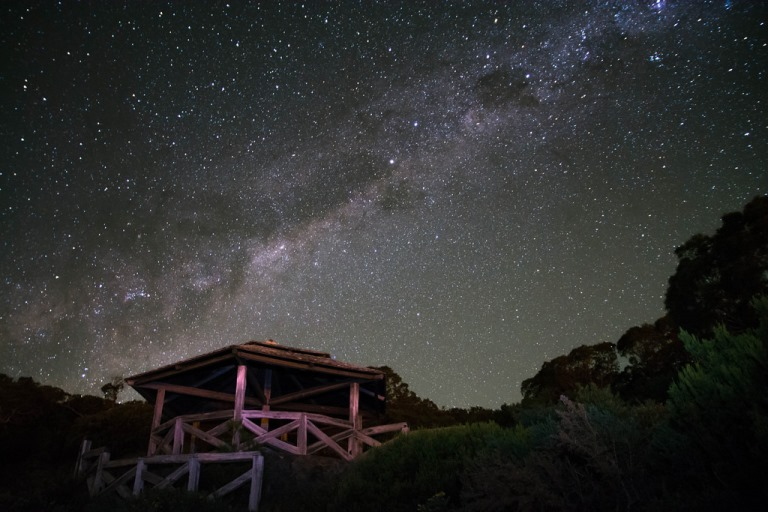 Night sky on Reunion island  - © flickr user- Julien Nakos