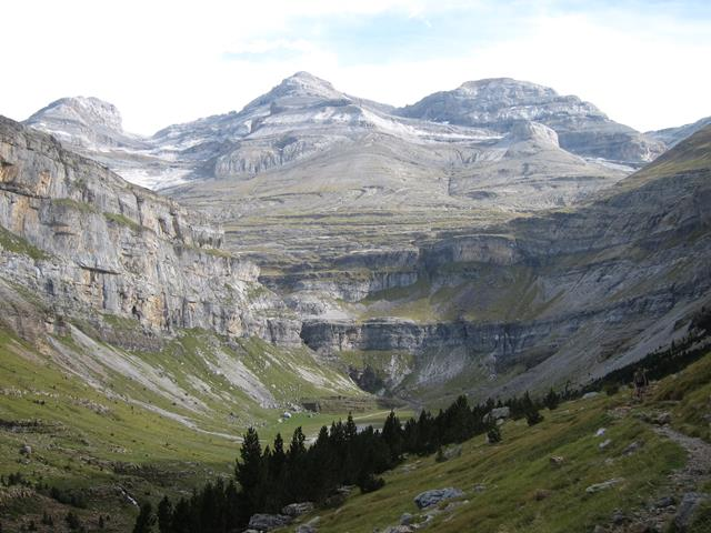 France Pyrenees, Gavarnie-Ordesa Circuit, Uper Ordesa canyon fm Faja de pelay, Walkopedia