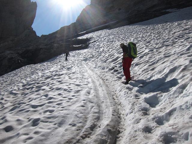 France Pyrenees, Gavarnie-Ordesa Circuit, On the glacier, Walkopedia