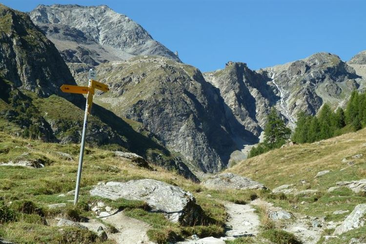 Path at Lac Bleu (2090m) above La Gouille - 30th August 2015 - © Dick Everard