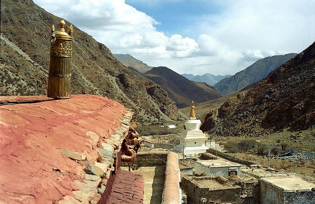 Tsurphu to Yangpachen - Tsurphu monastery - © Copyright Flickr user reurinkjan