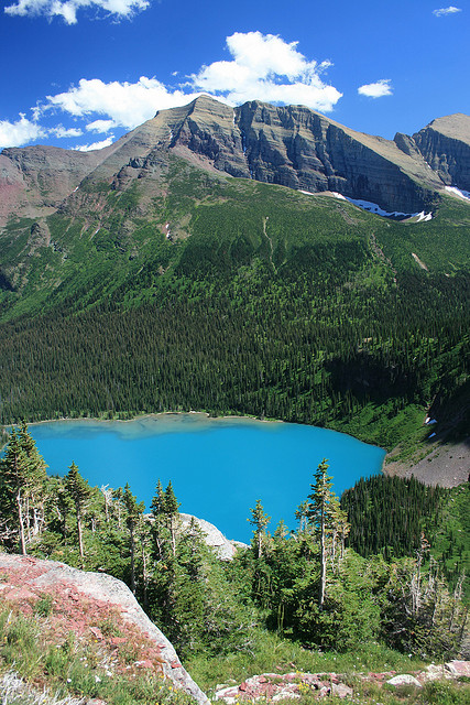 Grinnell Glacier Trail - Grinnell Lake - © Copyright Flickr User Navin75