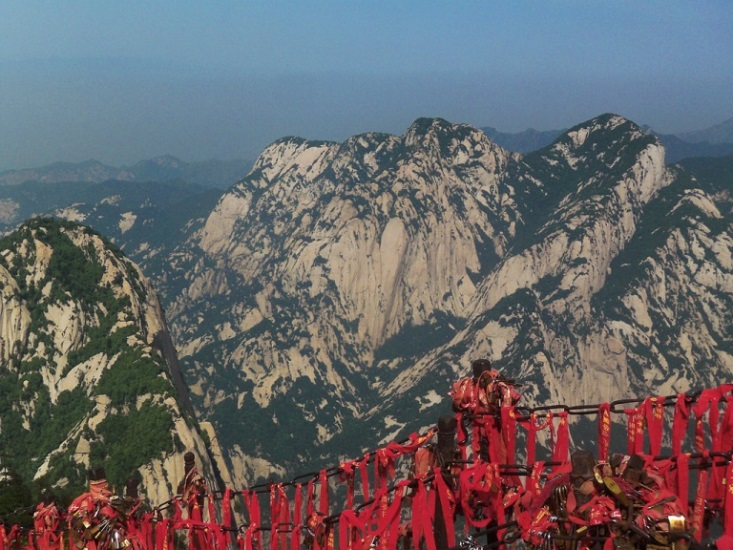 Hua Shan Mountain  - © flickr user- Ewan Cross
