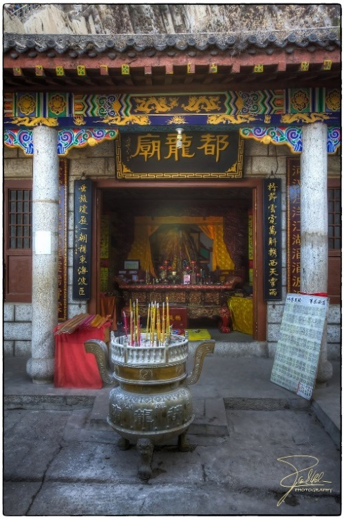Temple on Hua Shan Mountain  - © flickr user- Frank Kehren