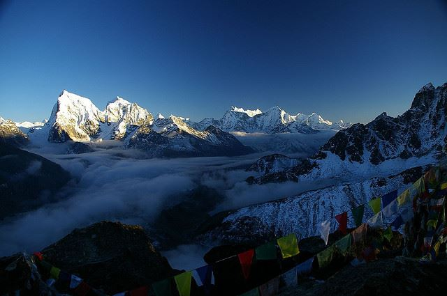 Gokyo Valley - view down the Gokyo, prayer flags - © Flickr user Ben Tubby