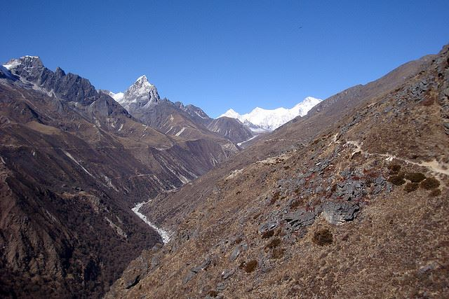 Gokyo Valley: Gokyo Valley - © Flickr user bobwitlox