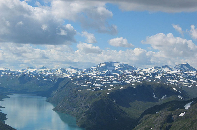 Gjende and Jotunheimen - © From Flickr user ColorLine