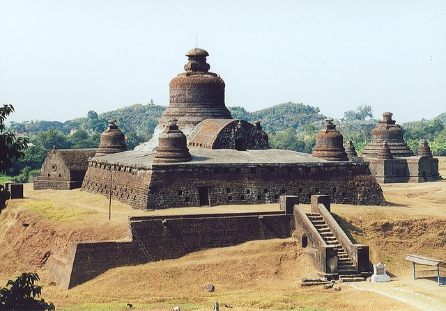 Mrauk U - Dukkanthein - © Copyright Flickr user Arian Zwegers