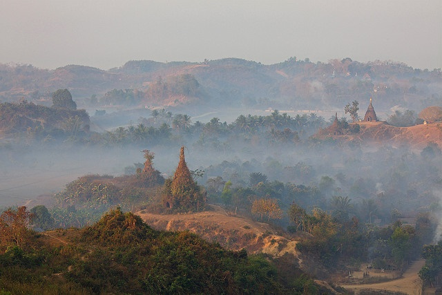 Mrauk U: Mrauk U - Dawn From Shetaung pagoda - © Copyright Flickr user jmhullot