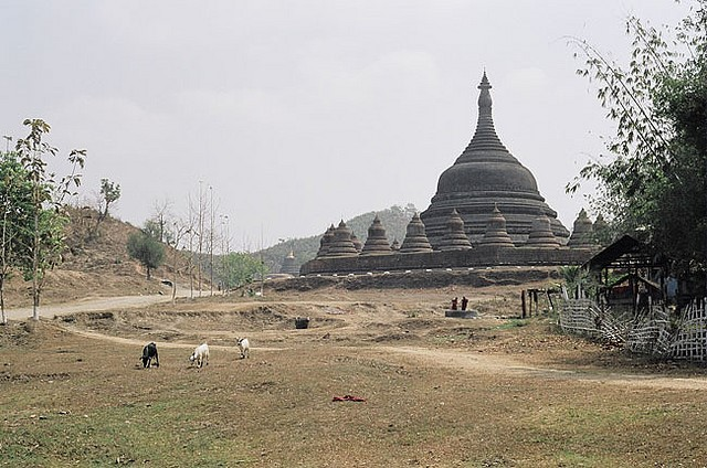 Mrauk U - temple - © Copyright Flickr user Hella Delicious