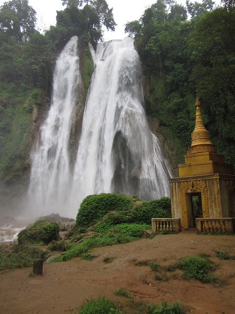 Pyin U Lwin - Anisakan waterfalls - © Copyright Flickr user kenner116