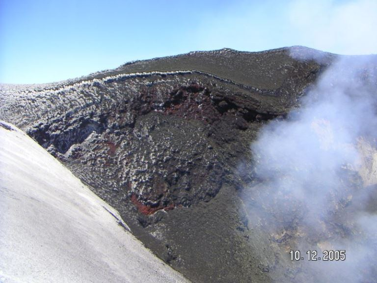 Crater del Villarrica  - © flickr user- Raul Munoz
