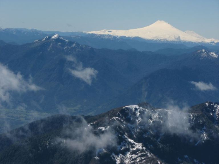 Volcan Lanin, Viewed from Volcan Villarrica - ©  flickr user- Omer Tamir